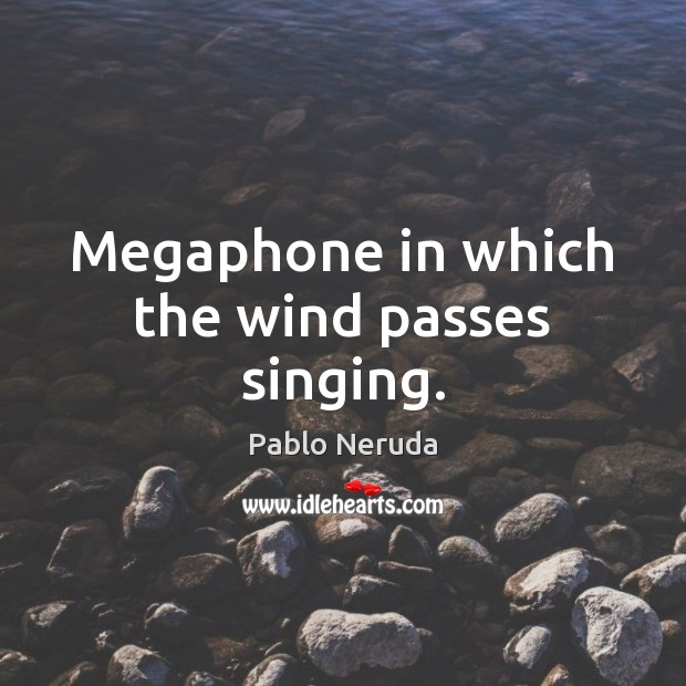 Image, Megaphone in which the wind passes singing.