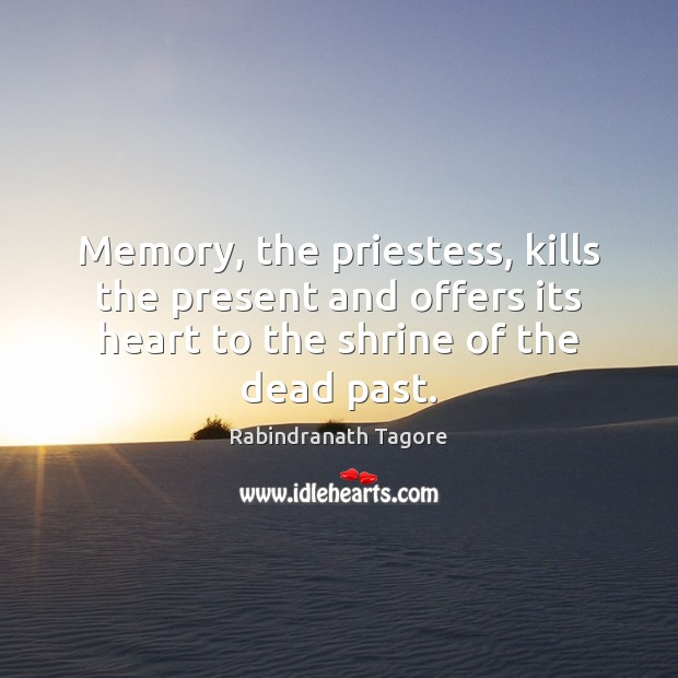 Memory, the priestess, kills the present and offers its heart to the Image