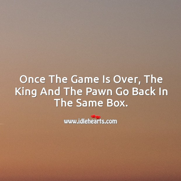 Once the game is over, the king and the pawn go back in the same box. Image